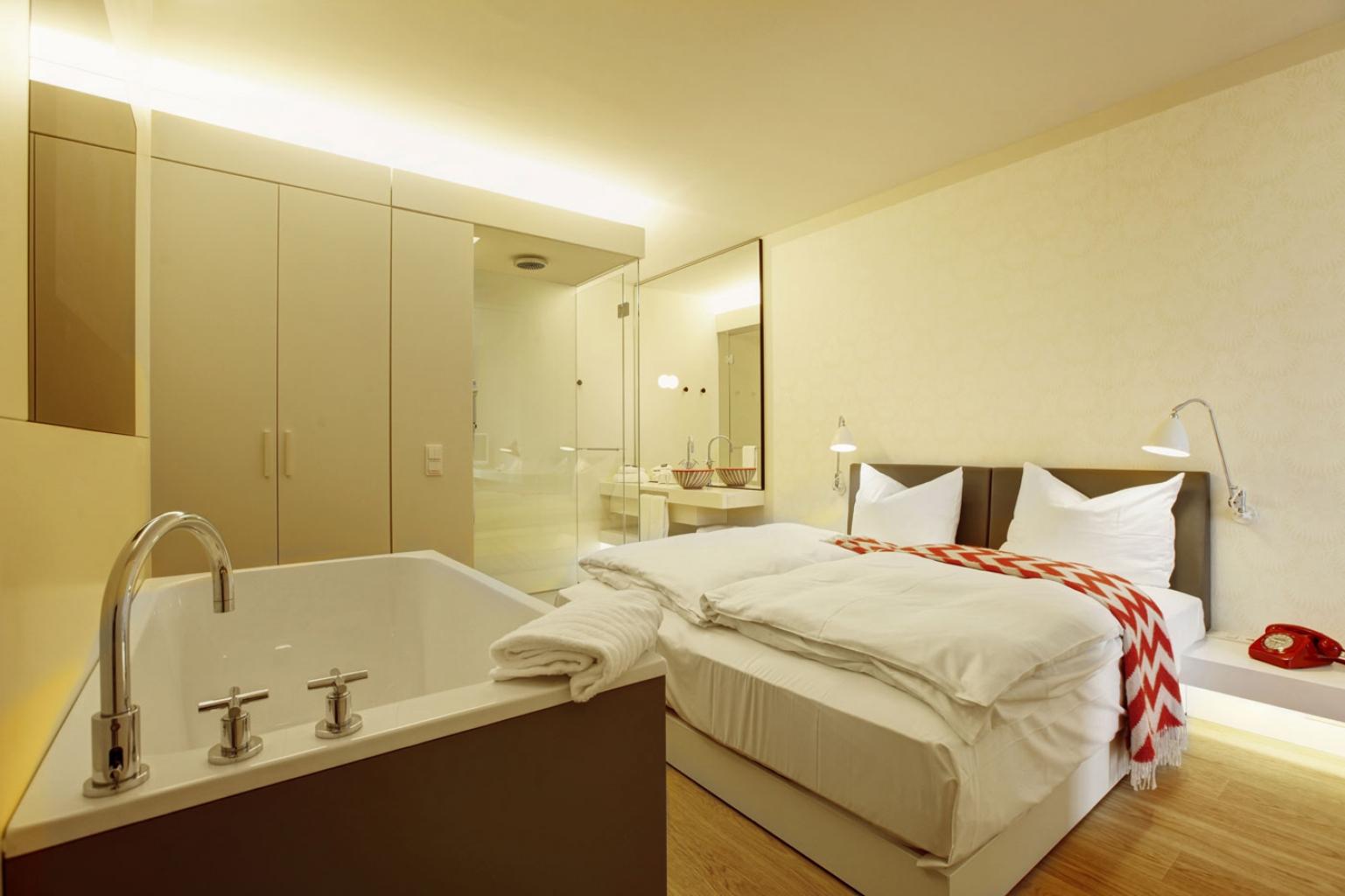 Hotelzimmer design mit indirekter beleuchtung bilder for Designhotel mit kindern